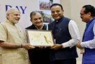 Prime Minister, Narendra Modi present the E-Panchayat Award to Chhattisgarh Panchayat and Rural Development Minister Ajay Chandrakar and Additional Chief Secretary, M. K. Raut