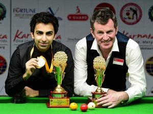 Winner Pankaj Advani and Runner up  Peter Gilchrist of Singapore
