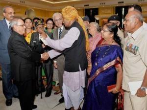 President Pranab Mukherjee meeting the veterans of Indo-Pak 1965 War