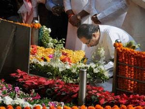 Shiv Sena Chief Uddhav Thackeray pays tribute to his father