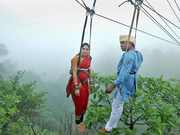 wedding ceremony, Vishalgad, mountaineer, Jaydeep Jadhav, Reshma Patil