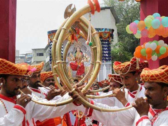 Navratri Festival, 9 colors of Navratri, Navratri 2015 Colours, Dandiya Raas, Navratri pictures, Navratri images, Mumbai