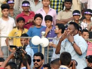 Pele gestures at crowd during the Under-17 boys final match of the Subroto Cup