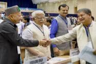 Himachal Pradesh CM Virbhadra Singh shakes hand with Uttarakhand CM Harish Rawat