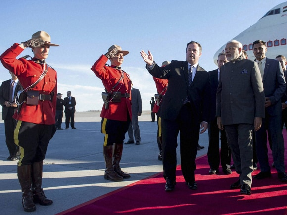 Prime Minister of India, Narendra Mod, Modi, Canada, Indian Community, Minister of National Defense, Jason Kenney, Ottawa, Macdonald-Cartier International Airport, Macdonald