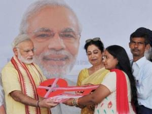Prime Minister  Narendra Modi presents the house keys