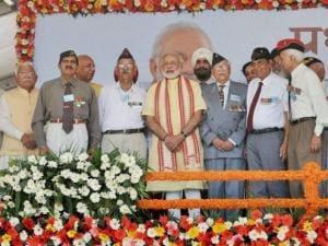 Prime Minister  Narendra Modi with the ex-servicemen