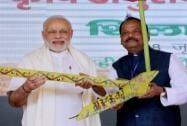Prime Minister Narendra Modi along with Jharkhand CM Raghubar Das