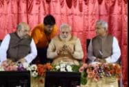 Prime Minister Narendra Modi dials Membership Number as BJP President Amit Shah and Ram Lal  looks