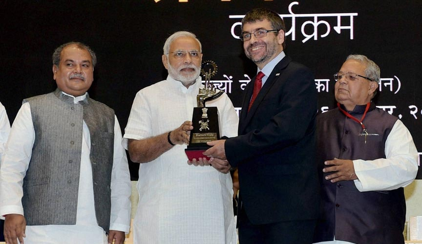 Prime Minister, Narendra Modi, felicitates, Executive Vice President-Manufacturing, Quality, Bosch India, Franz Hauber, award-best, Apprenticeship, Establishment, launch, Pandit Deendayal Upadhyay, Shramev Jayate, scheme