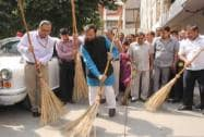 Prakash Javadekar at Clean India campaign in I&B ministry