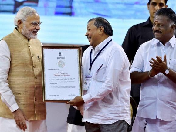 Narendra Modi, National Handloom Day, Jayalalithaa, PM meets Jayalalithaa, Modi meets Jayalalithaa, Chennai, Tamil Nadu