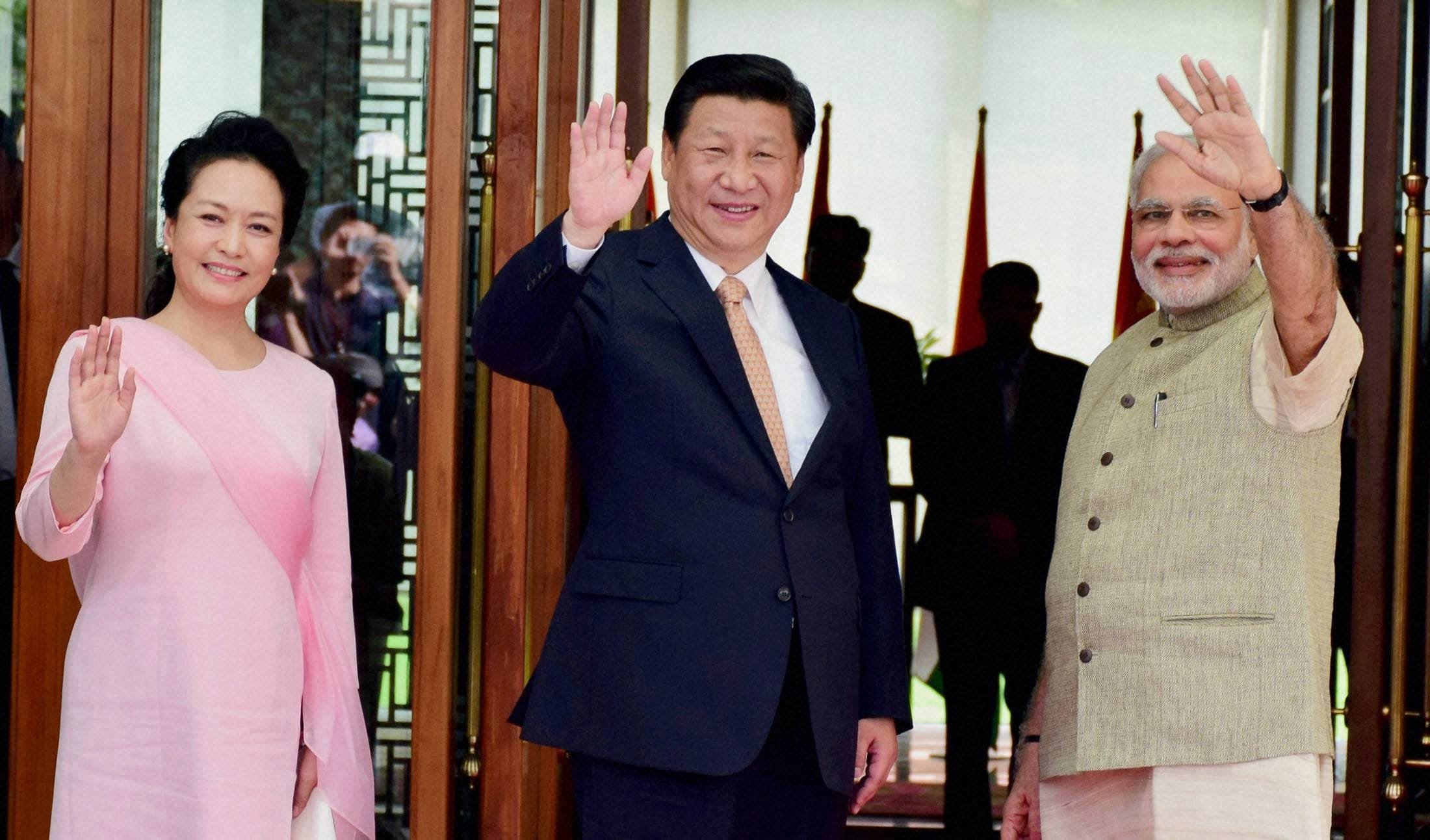 Prime Minister, Narendra Modi, welcomes, Chinese, President, Xi Jinping, upon, arrival, hotel, Ahmadabad