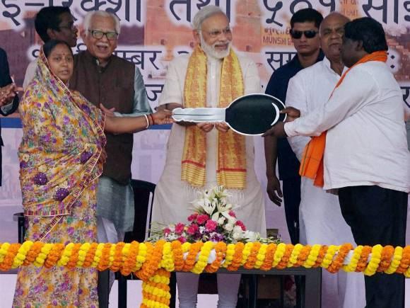Narendra Modi, E-rickshaws, Pedal rickshaws, 101 e-rickshaws, 501 pedal rickshaws, Varanasi