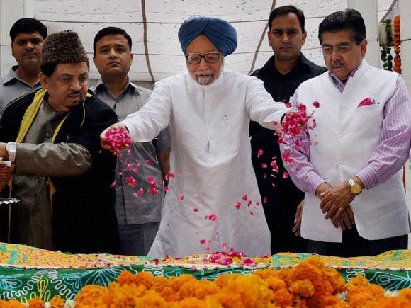 PM,Manmohan Singh,PMO,PMO Staff,Last Work Day,Farewell,Mazar,Fakhruddin,Ali,Ahmed