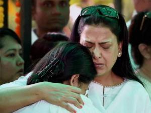 Pratibha Advani consoles Sharmistha Mukherjee