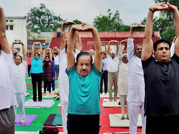 Harsh Vardhan, yoga day 2017, Yoga Day, Yoga, International Yoga Day 2017, Narendra Modi, Prime Minister
