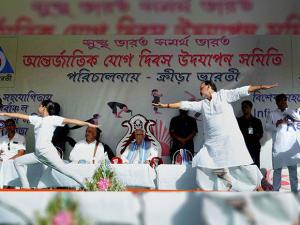 Radha Mohan Singh, Union Agriculture Minister and Keshari Nath Tripath, West Bengal Governor at Esplanade in Kolkata