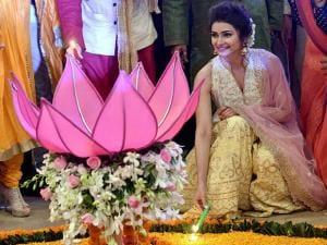 Prachi Desai ligting the lamp