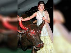 Prachi Desai pose for photo during  the Muhurat Trading session