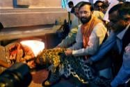 Prakash Javadekar while destroying seized wildlife articles at the National Zoological Park