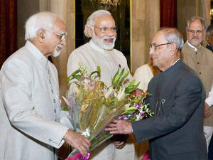 President Pranab Mukherjee receives greetings from Prime Minister Narendra Modi and Vice President Mohammad Hamid Ansari during the ceremonial departure to China