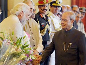 President Pranab Mukherjee shakes hands with Prime Minister Narendra Modi during the ceremonial departure to the State visit to China