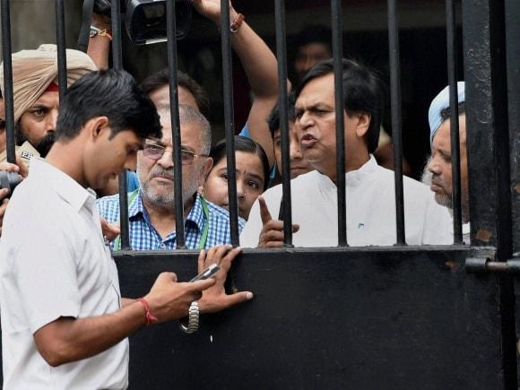 AAP, Patiala, Dharamvira Gandhi,  Ali Anwar, Prashant Bhushan, Yogendra Yadav, AAP, Arvind Kejriwal, Parliament Street Police Station, New Delhi