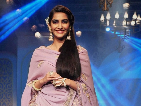 Sonam Kapoor, Jewellery, India International Jewellery Week, Fashion Show, Mumbai, India, International