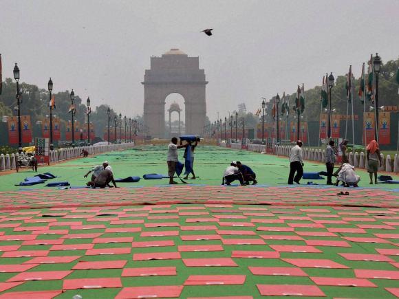 Foreign Minister of india, Sushma Swaraj, Yoga, World Yoga Day, International Yoga Day, India Gate, Rajpath, MCD, New Delhi, Raisina Hill, MCD Worker