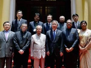 President Pranab Mukherjee and the Party Secretary of Guangdong Hu Chunhua with their delegations in Guangzhou, China