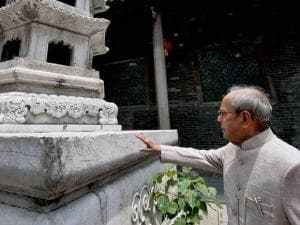 President Pranab Mukherjee during a visit to the Hua Lin Temple