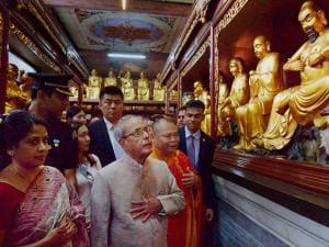 President Pranab Mukherjee visiting the Hua Lin Temple in Guangzhou, China (2)