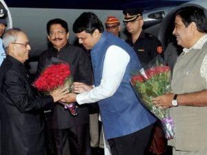 President Pranab Mukhrjee being recieved by Devendra Fadnavis and Nitin Gadkari