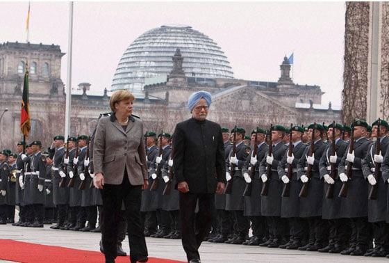 Prime Minister Manmohan Singh with German Chancellor Angela Merkel receive Military honour