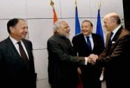 Prime Minister Narendra Modi is welcomed by French CEO'S