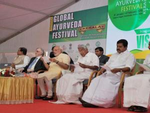Prime Minister Narendra Modi with Governor of Kerala, Justice (Retd) P Sathasivam, Chief Minister Oommen Chandy and other dignitaries at the Global Ayurveda Festival  in Kozhikode
