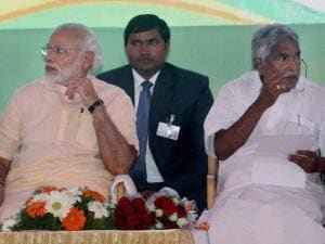 Prime Minister Narendra Modi with Kerala Chief Minister Oommen Chandy at the Global Ayurveda Festival  in Kozhikode