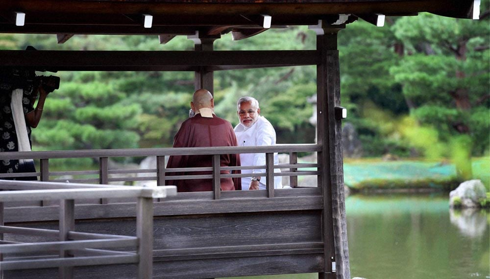 Prime Minister, Narendra Modi, along, head priest, visit, Kinkaku-ji Temple, the Zen Buddhist temple, Kyoto