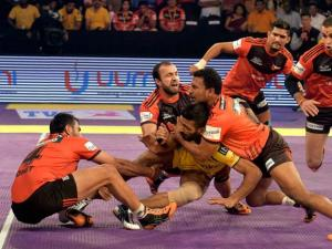 layers of U Mumbai (Red) and Telugu Titans(Yellow) in action during the Pro Kabaddi match in Mumbai