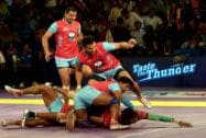 Players of Dabang Delhi and Jaipur Pink Panthers