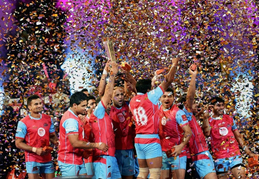 Jaipur Pink Panthers, team players, celebrate, win, against U Mumba, finals, Pro Kabbadi, Mumbai