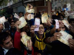 People showing notes outside the RBI as they could not exchange their old currency notes