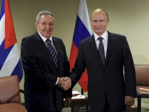 Russian President President Vladimir Putin shakes hands with Cuban President Raul Castro