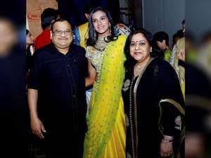 BAI President Akhilesh Das Gupta along with Chennai Smashers' PV Sindhu