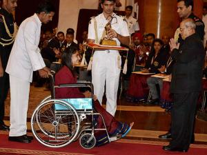 Pranab Mukherjee presents Arjuna Award to Wrestler Vinesh