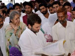 Rahul Gandhi along with JKPCC President Ghulam Ahmad Mir and party leader Ambika Soni
