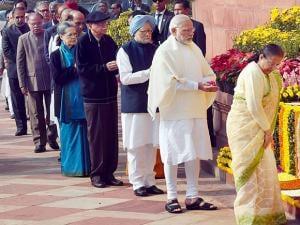 Lok Sabha Speaker Sumitra Mahajan, Prime Minister Narendra Modi along  Former Prime Minister Manmohan Singh, Congress President Sonia Gandhi, senior BJP Leader L K Advani