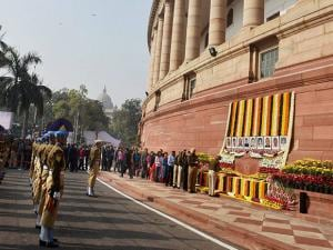Police personnel and others paying tributes to the martyrs of 2001 Parliament attack
