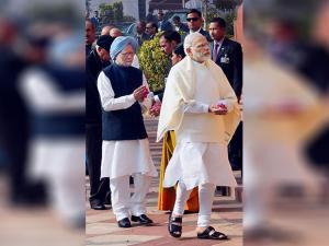 Prime Minister Narendra Modi with  Former Prime Minister Manmohan Singh